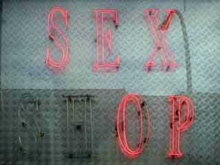 How to Lessen the STD Risks of Sharing Sex Toys