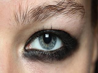 ऐसे ना लगाएं आईलाइनर, वर्ना छिन जाएगी आंखों की रोशनी