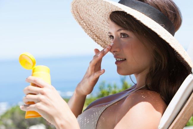 सनस्क्रीन का प्रयोग करें