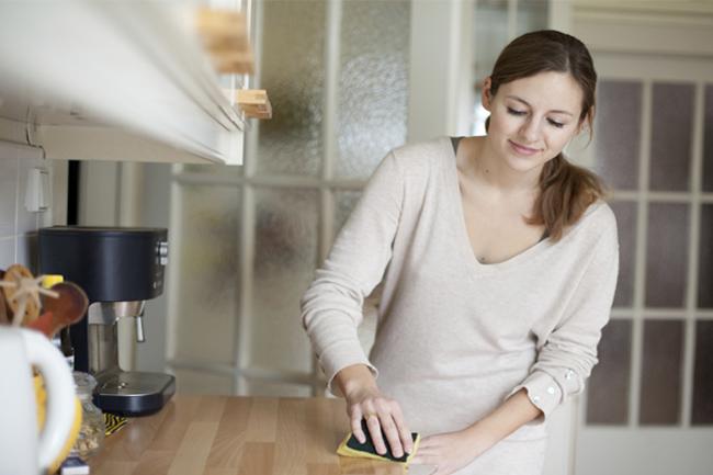 रसोईं की आलमारियों की सफाई