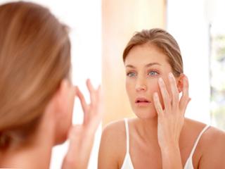 त्वचा को ऑयली बना देती हैं ये 10 आदतें