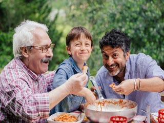 सेहत के लिए फायदेमंद है हाथ से खाना