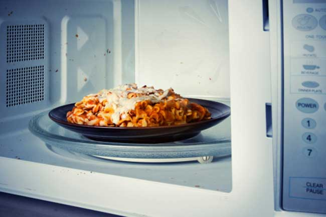 8 Things you should Never Microwave
