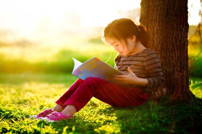 बच्चों में पढ़ने की आदत डालें