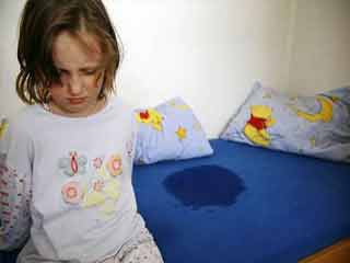 बच्चा बिस्तर गीला करता है तो ये घरेलू नुस्खे आजमायें