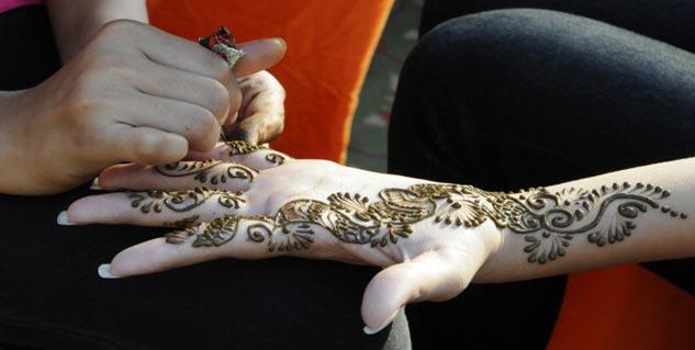 Henna in Hindi