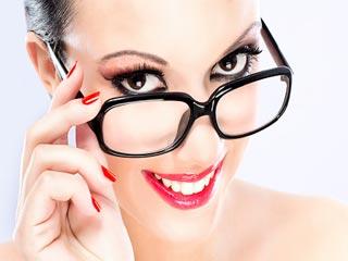 चश्मा लगाने वाली लड़कियों के लिए मेकअप टिप्स