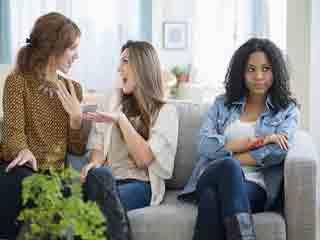 नकारात्मक लोगों की पहचान कर उनसे दूर रहने के 5 तरीके