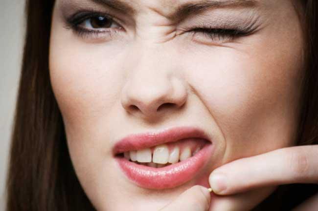 Combats adult acne
