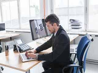 जानें लगातार बैठने से शरीर के किन अंगों को होता है नुकसान