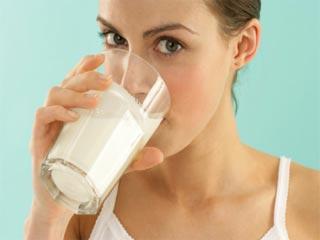 जाने गर्म दूध पीने से क्या होता है फायदा