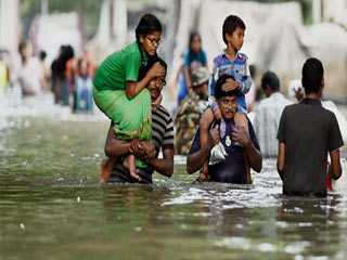 How floods paralyse daily life