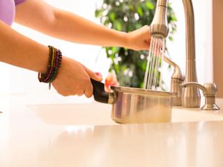 जानें क्यों खाना पकाते वक्त नल के पानी के साथ नमक का प्रयोग है खतरनाक