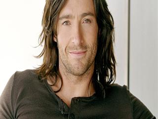 पुरुषों के लंबे बालों के लिए ये हैं कुछ बेस्ट हेयर स्टाइल