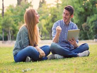 5 लक्षण बताते हैं कि आप और आपका पार्टनर हैं बेस्ट फ्रेंड