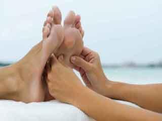 फायदों से भरपूर है सोने से पहले पैरों की मालिश