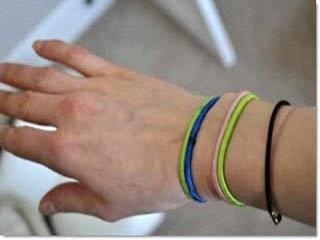 हेयर टाइज को कलाई पर पहनने से हो सकता है इंफेक्शन