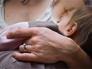 अधिक समय तक स्तनपान कराने से बच्चों में थम सकता है एचआईवी का प्रसार