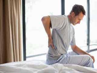 सुबह उठने के बाद आखिर क्यों होता है कमर दर्द