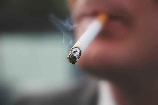 धूम्रपान और दवाओं के कारण