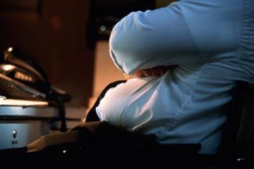 जानें 9 कारण कैसे आपकी जॉब आपको बना रही हैं मोटा
