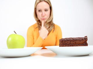 बोर होने पर खुद को खाने से रोकने के लिए 7 आसान उपाय
