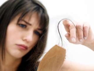 थायराइड के कारण बालों का झड़ना रोकने के 8 प्राकृतिक उपाय