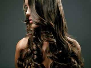 बालों को ब्लीच करने के 5 आसान प्राकृतिक तरीके