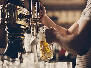 दिमाग की कोशिकाओं को नुकसान होने से बचाता है बीयर
