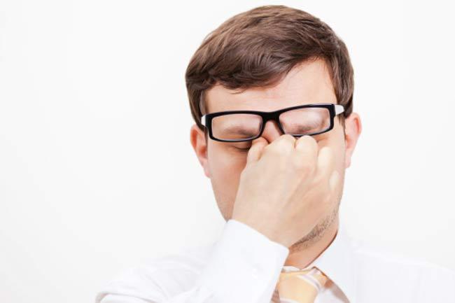 आंखों की थकान कैसे दूर करें
