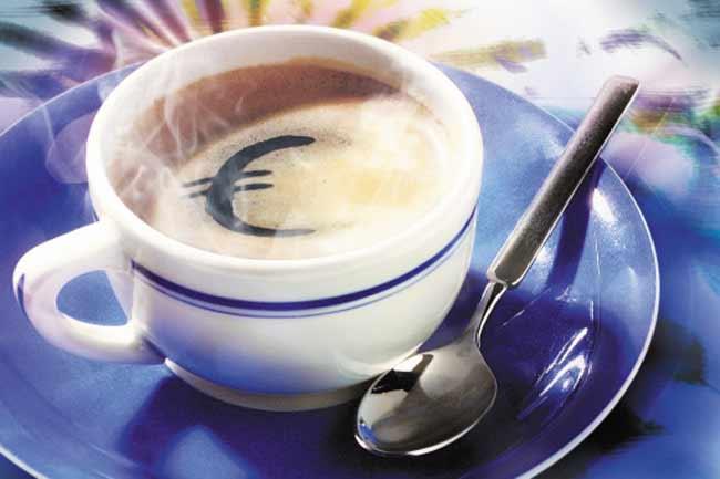 कैफीन का सेवन कम करें