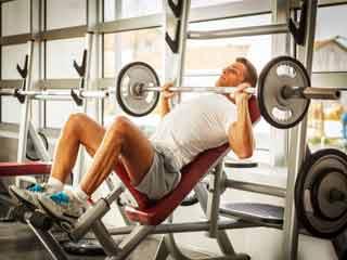 वजन उठाते समय कैसे लें सही प्रकार सांस