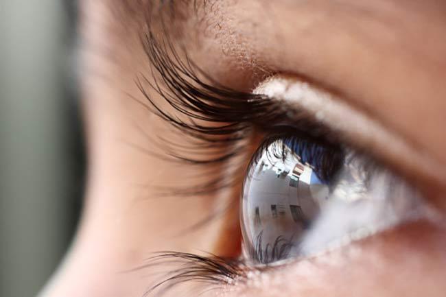 आंख की फुंसी को सुई से दबाना