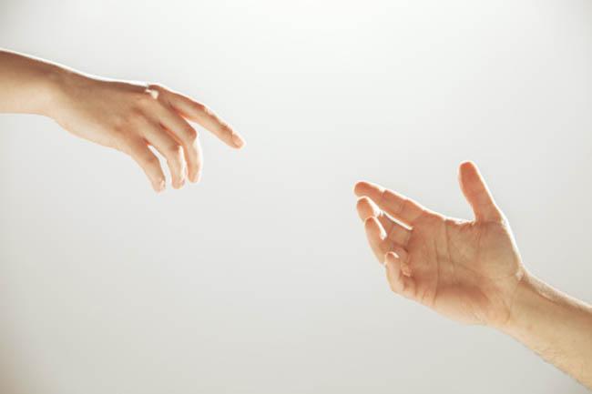 किसी अजनबी की मदद करना