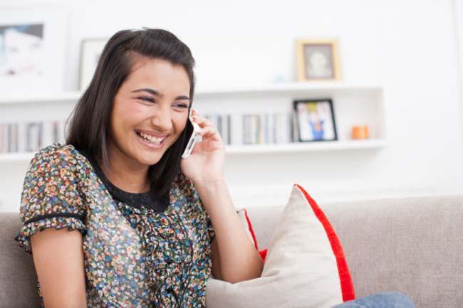 फोन पर बात करने में