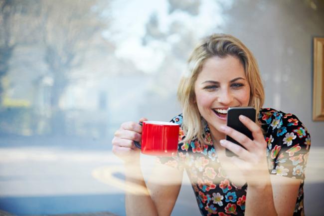 स्मार्टफोन को लोगों से ज्यादा अहमियत देना
