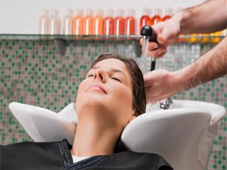 त्रिफला की मदद से रोकें बाल गिरना