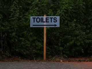 पब्लिक टॉयलेट इस्तेमाल करें तो याद रखें ये 8 बातें