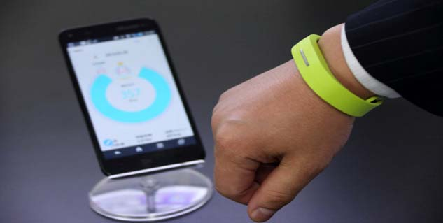 fitness trackers in hindi