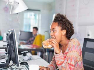 Why eating lunch at desk is unhealthy