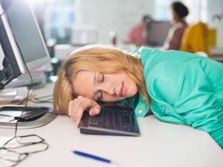 ऑफिस में छपकी लेने वाले लोग करते हैं अधिक काम