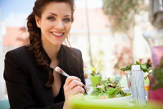 मिथ - स्ट्रेच मार्क्स के लिए कोई संतुलित आहार नहीं है।