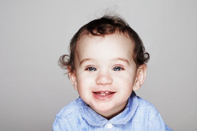 बच्चों के दांत निकलना
