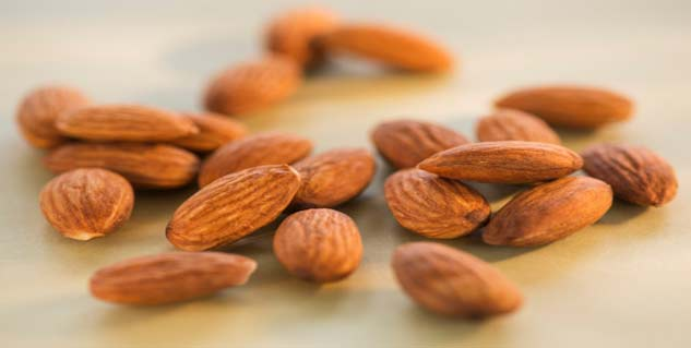 almond in hindi