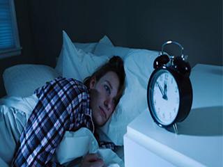 सोते वक्त शरीर करता है ये अजीब काम