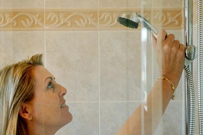 ठंडे औऱ गर्म पानी से स्नान
