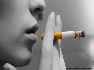 सिगरेट का धुआं दे सकता है फेफड़ों का कैंसर