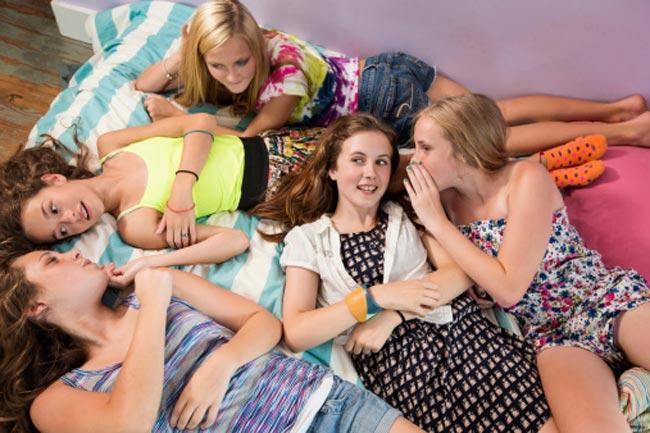 राज नहीं रख पाती लड़कियां