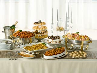 How to eat smartly at a buffet