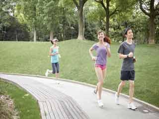 हृदय रोग से बचने के लिए रोज कीजिए आधे घंटे की सैर